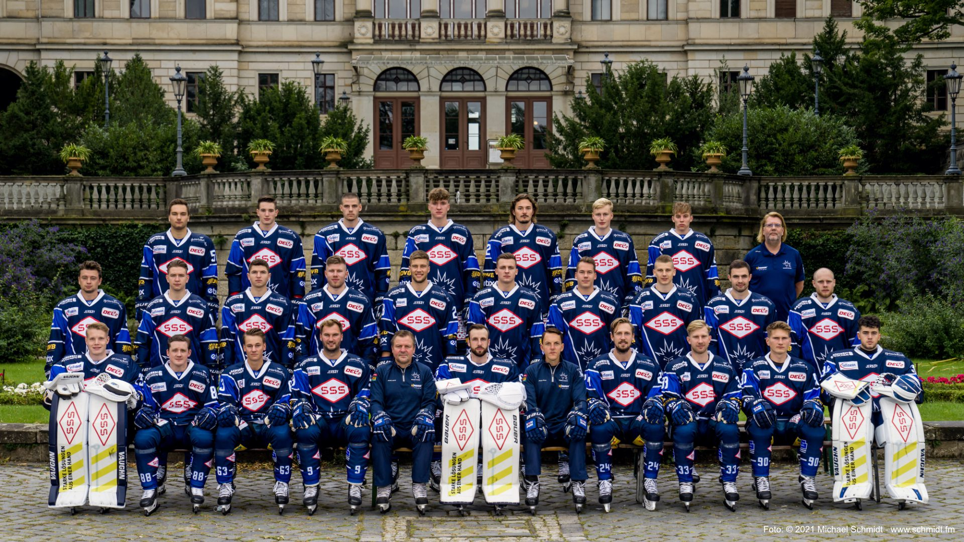 Mannschaftsfoto Dresdner Eislöwen 2021-2022